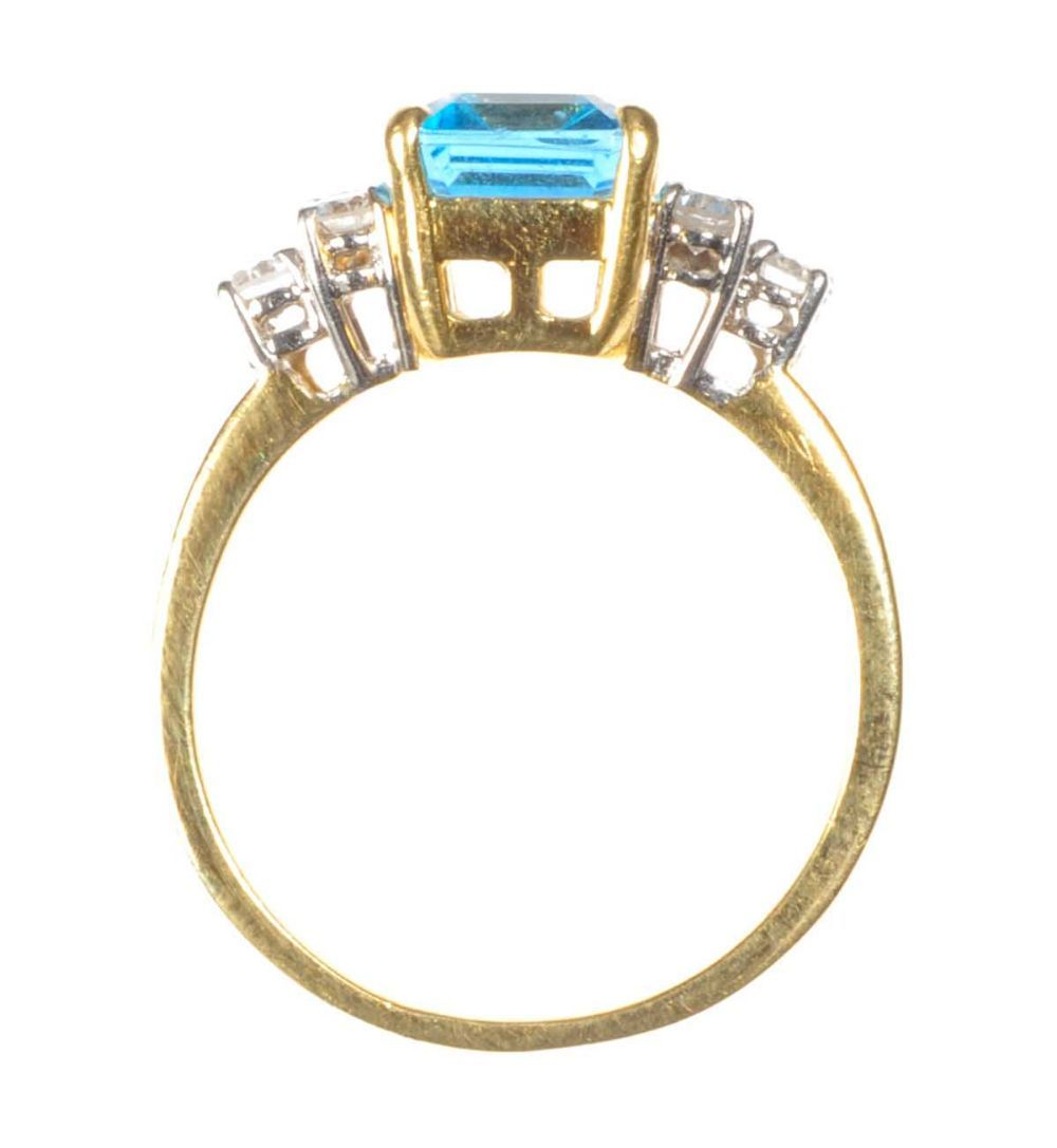 18ct gold blue topaz and ring
