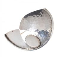 SILVER AND MOONSTONE BROOCH BY THE FINNISH DESIGNER KASITYO at Ross's Jewellery Auctions