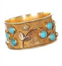 18CT GOLD RING SET WITH TURQUOISE AND SEED PEARLS by Turquoise at Ross's Auctions