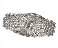 ART DECO BROOCH SET WITH DIAMONDS ON PLATINUM at Ross's Auctions