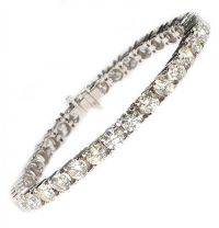 18CT WHITE GOLD AND DIAMOND TENNIS BRACELET at Ross's Auctions