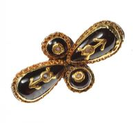 VICTORIAN GOLD-PLATED BROOCH SET WITH GARNET AND SEED PEARLS at Ross's Auctions