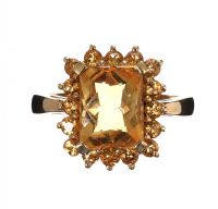 9CT RING SET WITH QUARTZ at Ross's Jewellery Auctions