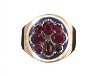 9CT GOLD RING SET WITH GARNET at Ross's Jewellery Auctions