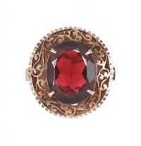 14CT GOLD AND GARNET RING at Ross's Jewellery Auctions