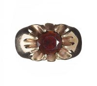 9CT GOLD GARNET RING at Ross's Jewellery Auctions