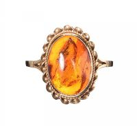 9CT GOLD AMBER RING at Ross's Jewellery Auctions