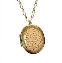 9CT GOLD ENGRAVED LOCKET & 9CT CHAIN at Ross's Jewellery Auctions