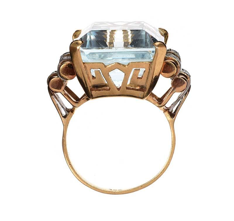 1940'S 18CT GOLD AQUAMARINE AND DIAMOND RING at Ross's Online Art Auctions