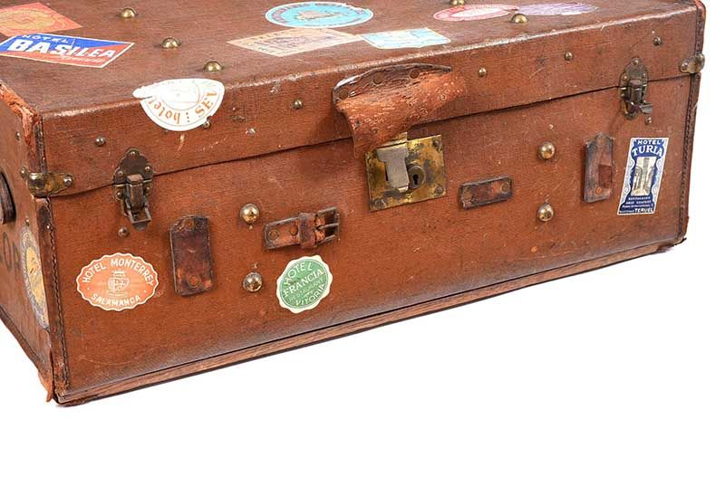 VINTAGE LEATHER TRAVEL TRUNK at Ross's Online Art Auctions