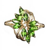 9CT GOLD DIAMOND AND PERIDOT RING at Ross's Jewellery Auctions