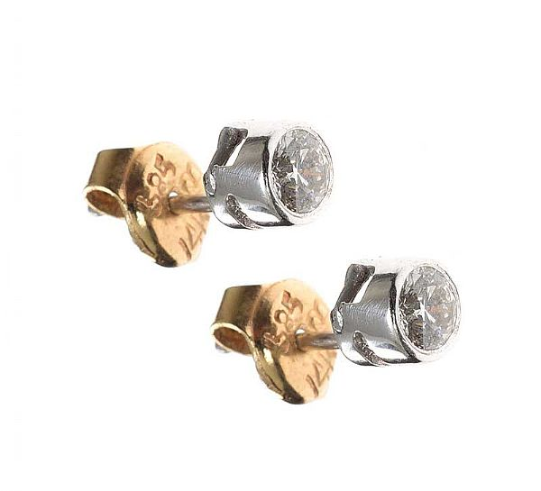 9CT WHITE GOLD DIAMOND STUD EARRINGS at Ross's Online Art Auctions