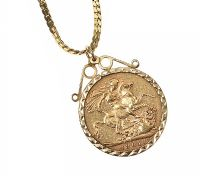 9CT GOLD MOUNTED SOVEREIGN WITH GOLD-TONE CHAIN at Ross's Jewellery Auctions