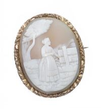 VICTORIAN GOLD CAMEO BROOCH at Ross's Auctions