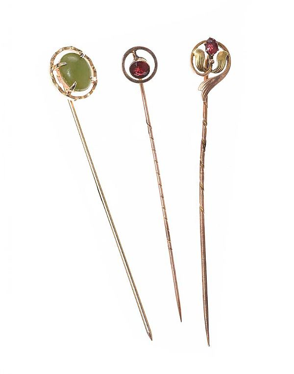 SET OF THREE 9CT GOLD STICK PINS at Ross's Online Art Auctions