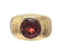 18CT GOLD RING SET WITH GARNET at Ross's Jewellery Auctions