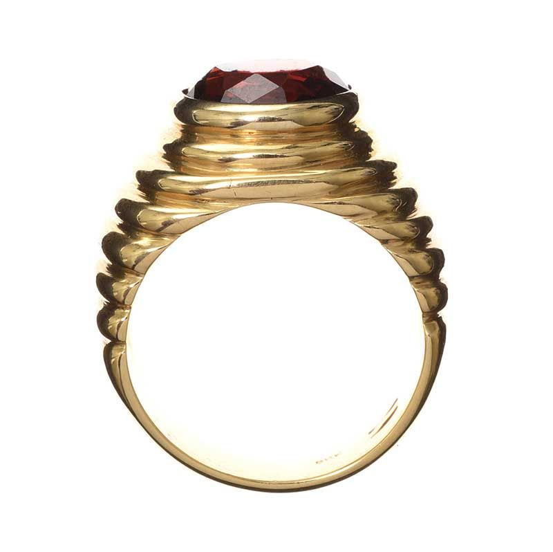 18CT GOLD RING SET WITH GARNET at Ross's Online Art Auctions
