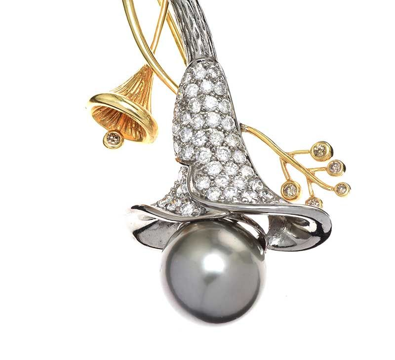 18CT GOLD TAHITIAN PEARL AND DIAMOND BROOCH at Ross's Online Art Auctions