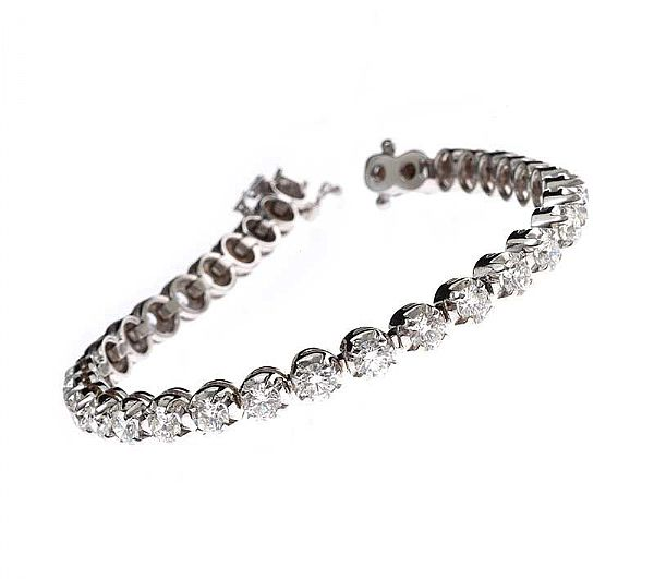 18CT WHITE GOLD DIAMOND TENNIS BRACELET at Ross's Online Art Auctions