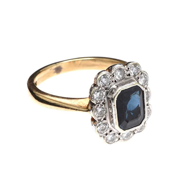 9CT GOLD SAPPHIRE AND DIAMOND RING at Ross's Online Art Auctions