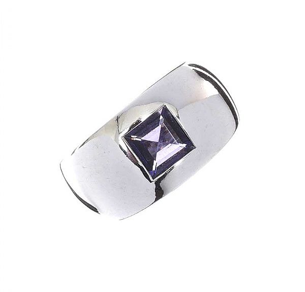 CHAUMET 18CT WHITE GOLD RING SET WITH AMETHYST at Ross's Online Art Auctions