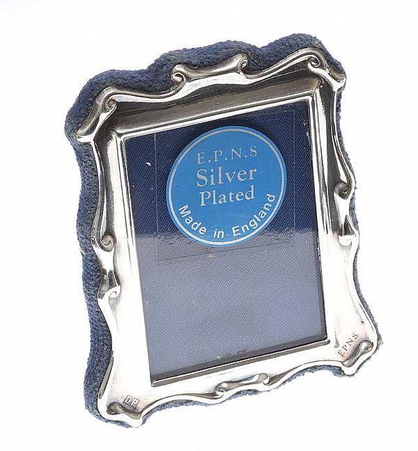 MINIATURE SILVER-PLATED PHOTO FRAME at Ross's Online Art Auctions