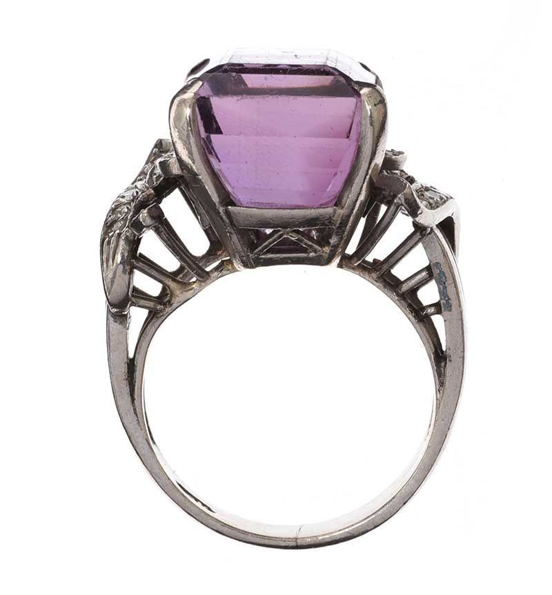 18CT WHITE GOLD DIAMOND AND AMETHYST RING at Ross's Online Art Auctions