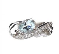 9CT WHITE GOLD RING SET WITH AQUAMARINE AND DIAMOND at Ross's Jewellery Auctions
