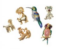 SIX COSTUME BROOCHES at Ross's Auctions