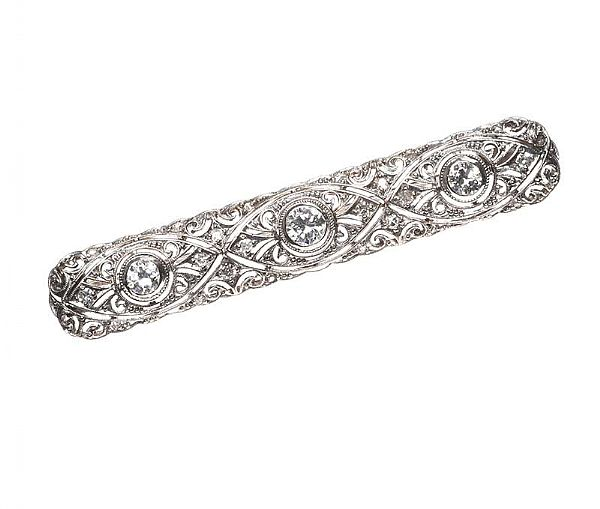 ART DECO 18CT WHITE GOLD DIAMOND BAR BROOCH WITH FITTED CASE at Ross's Online Art Auctions