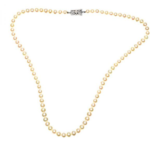 MIKIMOTO STRAND OF PEARLS at Ross's Online Art Auctions