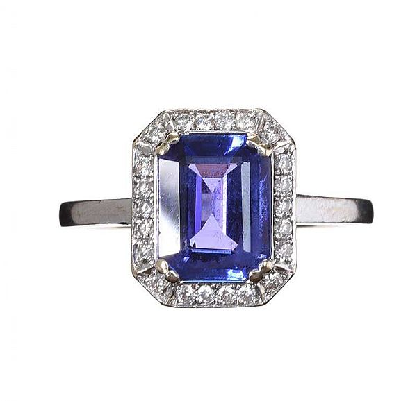 18CT WHITE GOLD TANZANITE AND DIAMOND RING at Ross's Online Art Auctions