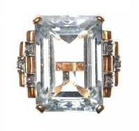 1940'S 18CT GOLD AQUAMARINE RING at Ross's Auctions
