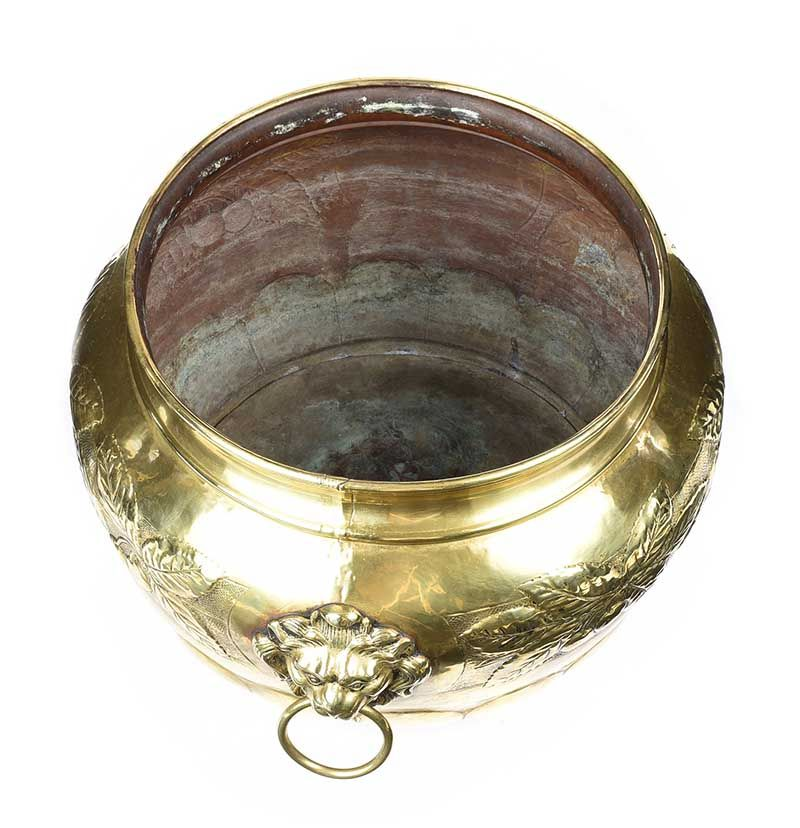 VICTORIAN BRASS LOG BUCKET at Ross's Online Art Auctions