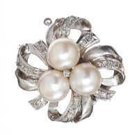 14CT WHITE GOLD PEARL AND DIAMOND BROOCH at Ross's Jewellery Auctions