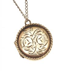 9CT GOLD ENGRAVED LOCKET AND CHAIN (BROKEN) at Ross's Jewellery Auctions