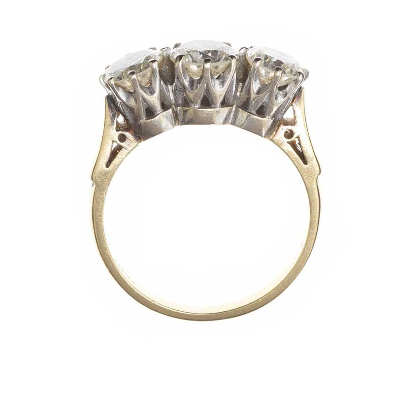 18CT GOLD THREE STONE DIAMOND RING at Ross's Online Art Auctions