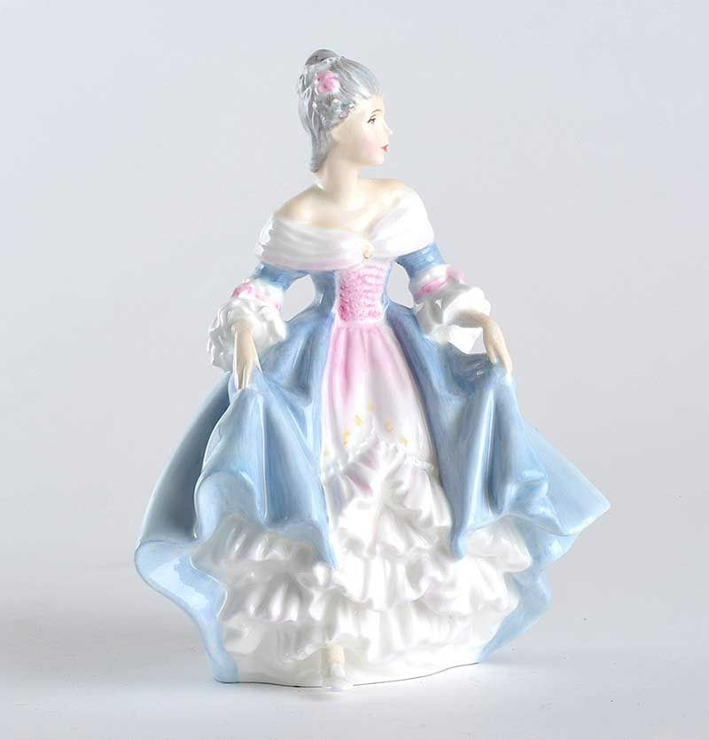 ROYAL DOULTON FIGURINE - SOUTHERN BELLE (HN 2425) MODELLED BY PEGGY
