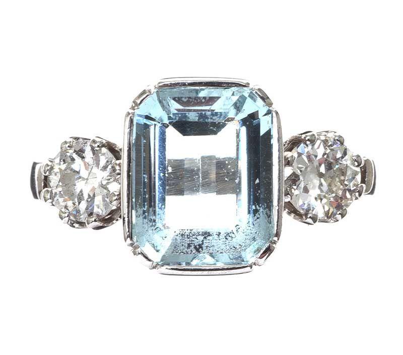 f907b363cc4d8 18CT WHITE GOLD AQUAMARINE AND DIAMOND THREE STONE RING